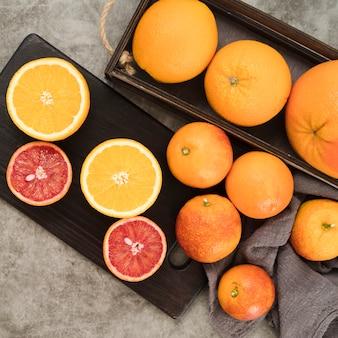 テーブルの上のおいしい果物のトップビュー