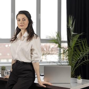 職場でのビジネスの女性