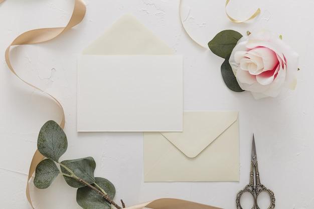 Плоская планировка свадебного приглашения с копией пространства