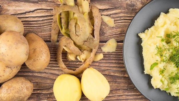 Состав сырого картофеля рядом с пюре