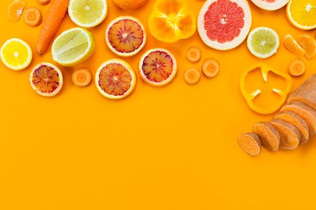 さまざまなエキゾチックなフルーツのコピースペース