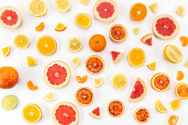 さまざまな柑橘系の果物のトップビュー