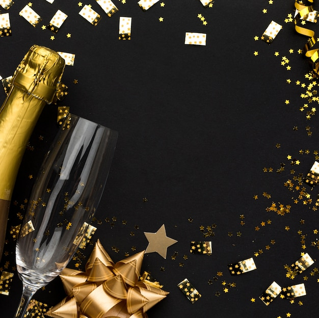 Золотая рамка украшений с шампанским