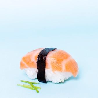 サーモンとクローズアップのおいしい寿司