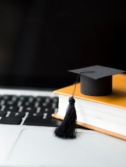 本の山に卒業の帽子