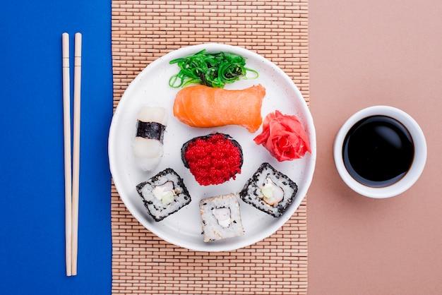 Соевый соус и свежие суши