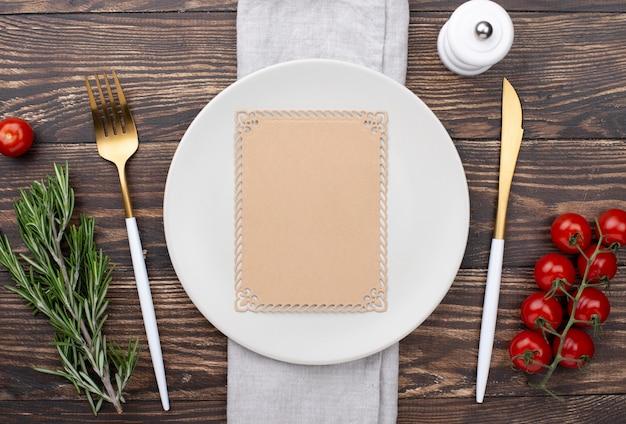 健康的な食材を使ったトップビューテーブルの設定
