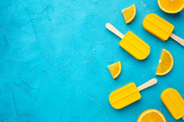オレンジ風味のコピースペース付きアイスクリーム