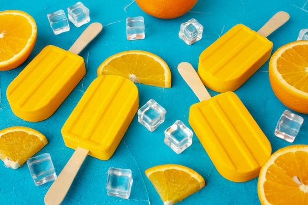 Мороженое с большим углом со вкусом апельсина