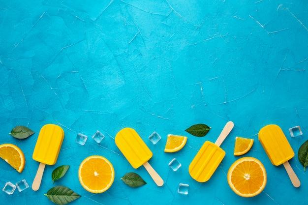 Вид сверху мороженое с апельсиновым вкусом