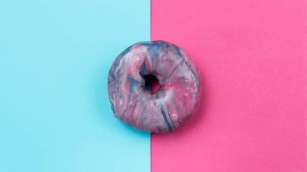 Застекленные сладкие пончики