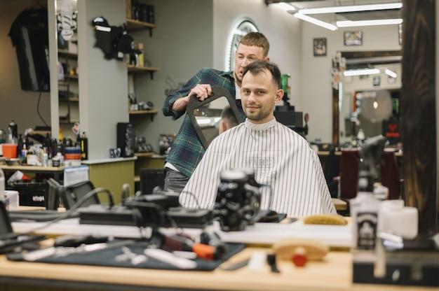 Вид спереди концепции парикмахерской