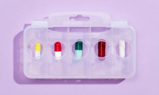 Плоские лежал таблетки на планшете