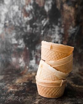 Крупным планом мороженое в шишках