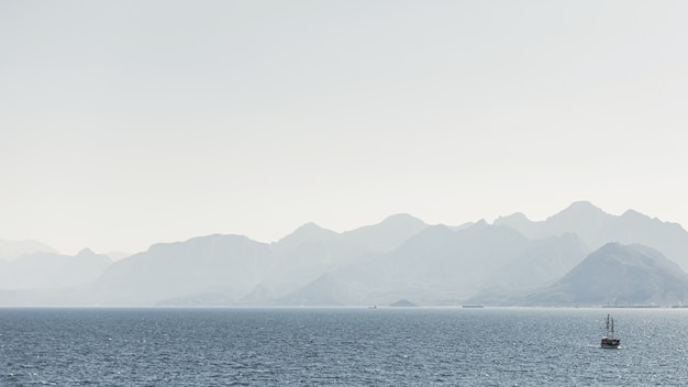 山と海の風景
