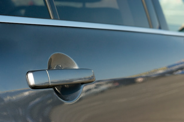 Макро дверь современного автомобиля