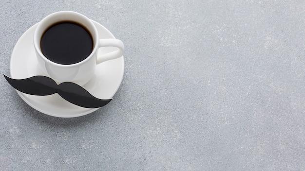コーヒーとハイアングルの配置