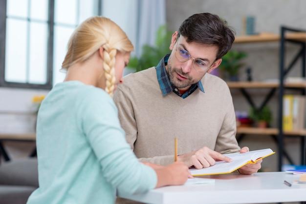 本の情報を示す家庭教師