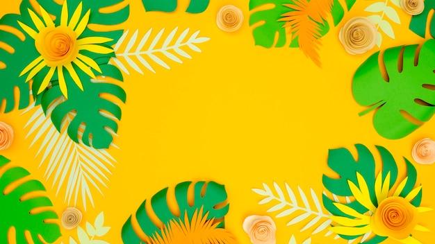 コピースペースの紙の葉と花