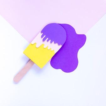Вид сверху мороженое на палочке из бумаги
