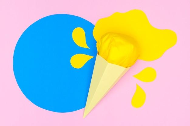 紙のスタイルでコーンのトップビューアイスクリーム