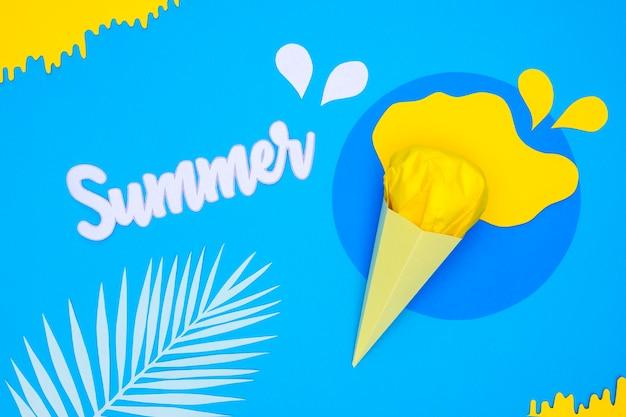 夏のアイスクリームと紙飾りの葉