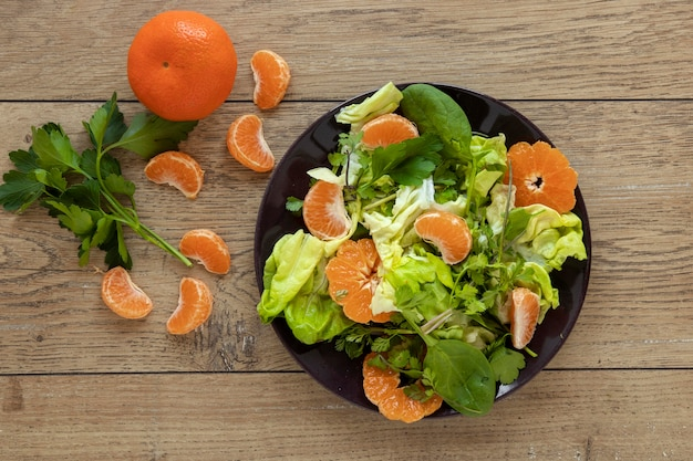 野菜と果物のサラダ