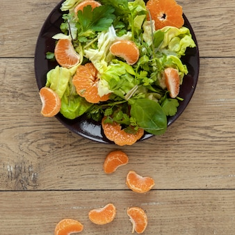 野菜と果物の上面サラダ