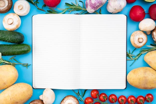 ノートブック付きフラットレイフードアレンジメント