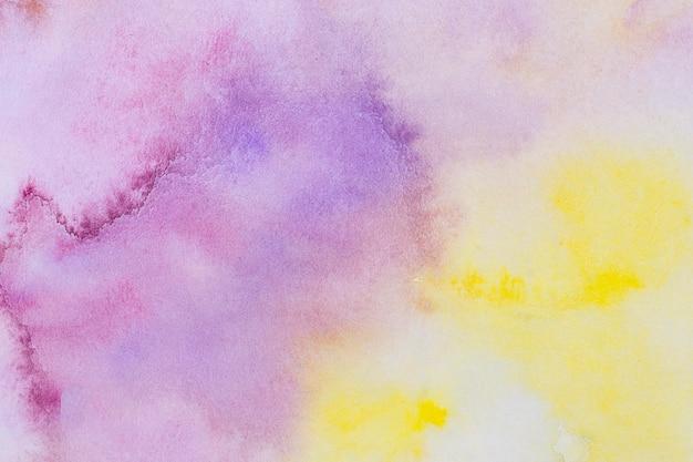 水彩アートハンドペイントの黄色と紫の背景