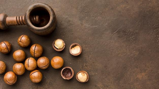 Вид сверху жареные орехи