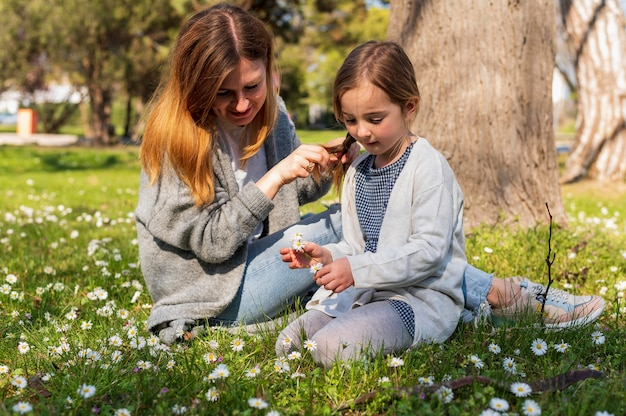 ママと娘の花を見て