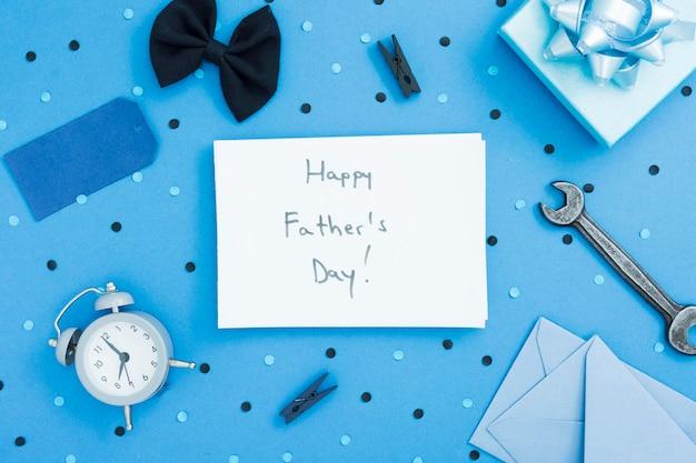 Рамка с отцовскими объектами и сообщением