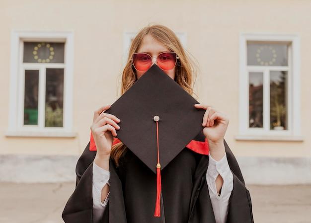 肖像画の卒業少女