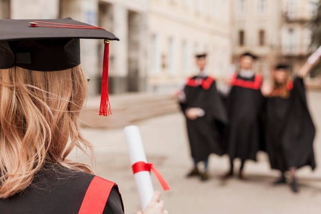 若い学生をクローズアップ