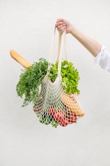 食料品が入った再利用可能なバッグ