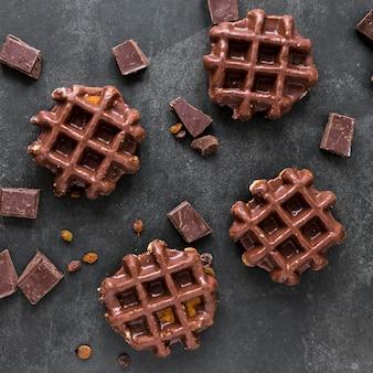 レーズンとチョコレートのワッフルのトップビュー