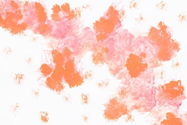水彩のオレンジ色の塗料スプラッシュ
