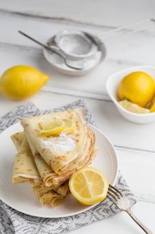 Композиция из блинов с лимонами