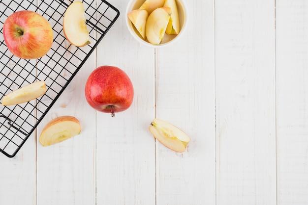 Вид сверху вкусные яблоки с копией пространства