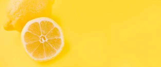Макро органический лимон с копией пространства