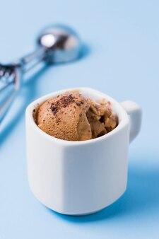 Чашка с мороженым