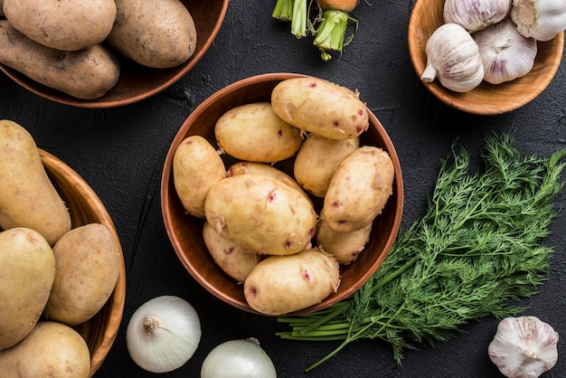 テーブルの上の有機野菜