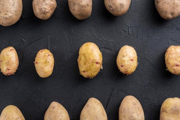 Органический картофель на столе