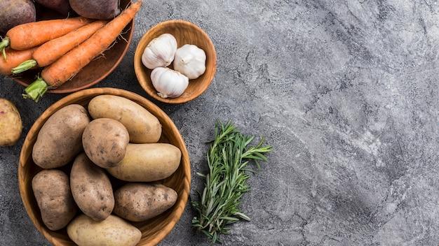 Натуральный картофель с копией пространства