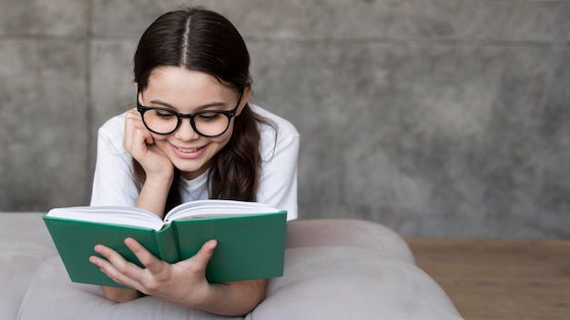 Чтение портрета девушки
