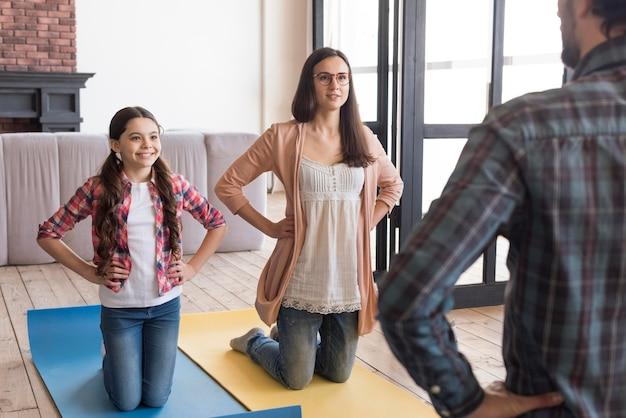Семейная йога сессия дома
