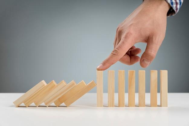 落下を止めた木製のブロック