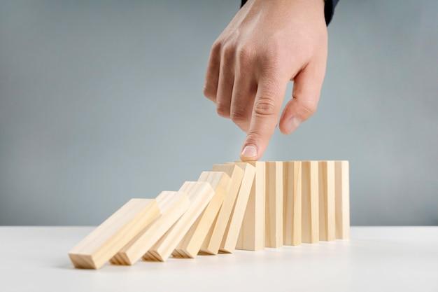 低角度の木製ブロック