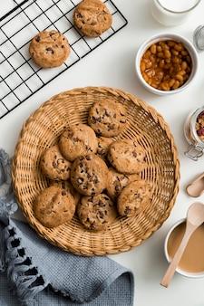 テーブルの上のトップビュー自家製クッキー